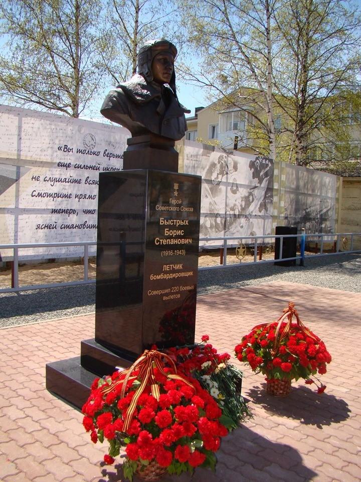 Памятник Герою Советского Союза, лётчику -бомбардировщику Борису Быстрых. Кяхтя. Открыт 31 мая 2019